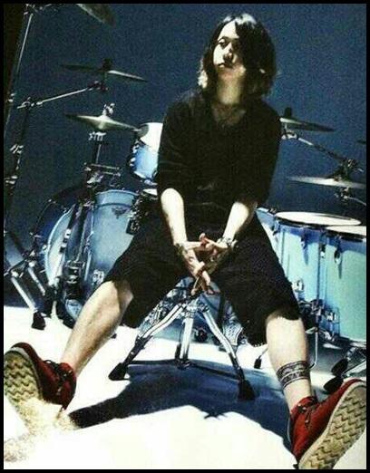 ONE OK ROCKのtomoya天才だろ…ドラム上手すぎ!理由は性格が◯◯?2