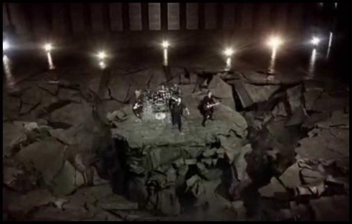 ONE OK ROCK mighty long fallの歌詞&英語版の和訳!pvの意味も知るとヤバい!