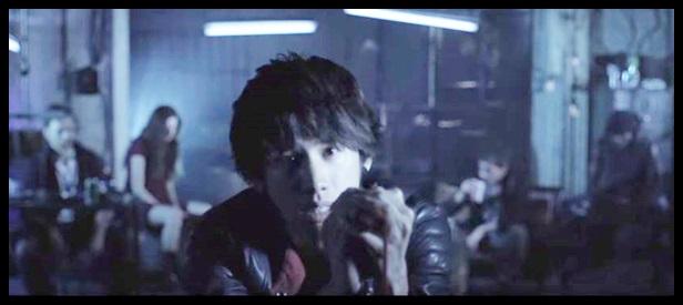 ONE OK ROCKのCry outの歌詞と和訳!PVに隠された意味がヤバい…ワンオクやワンオクの後ろの若い男女達