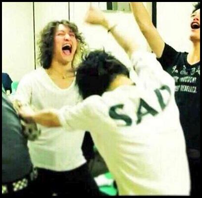 ONE OK ROCK Takaのファッション!なぜ念願の武道館でSADシャツを?2