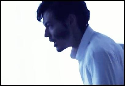 ONE OK ROCK【The Way Back】PVの意味!白マイクや出演者に秘密が?走る男性
