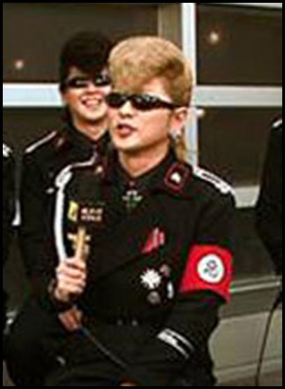 ONE OK ROCK Takaのファッションにフリーメイソン?腕のバンダナが…氣志團