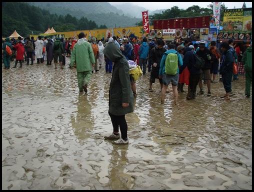 野外ライブの雨対策まとめ!必需品やあると便利な持ち物!服装や靴も2