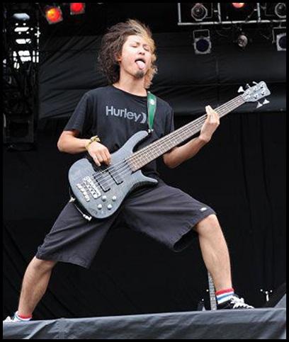 ONE OK ROCK Ryota(ベース)が弓弾きを!指弾きとの音の違いって?3