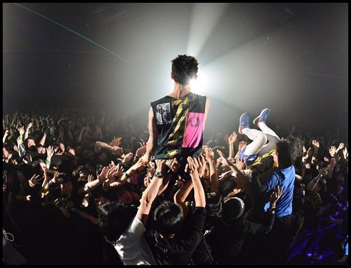 ONE OK ROCK(ワンオク)幕張メッセ4月9日のセトリ!TakaのライブMCも2